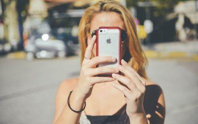Mi a hasonlóság egy introvertált ember és egy mobiltelefon között?